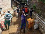 Antisipasi Banjir dan Kerusakan Alam, Masyarakat Desa Suci Bersihkan Sungai dari Sampah