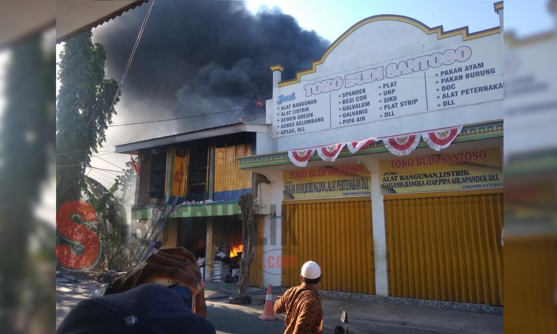 Kebakaran toko bangunan