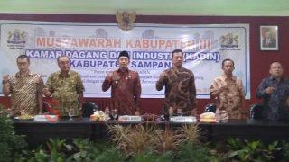 H. Abdullah Hidayat, Wakil Bupati Sampang saat membuka Muskab Kadin ke 3 Kabupaten Sampang