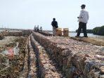 Proses normalisasi dan rehabilitasi saluran pembuangan air di Desa Gunggung