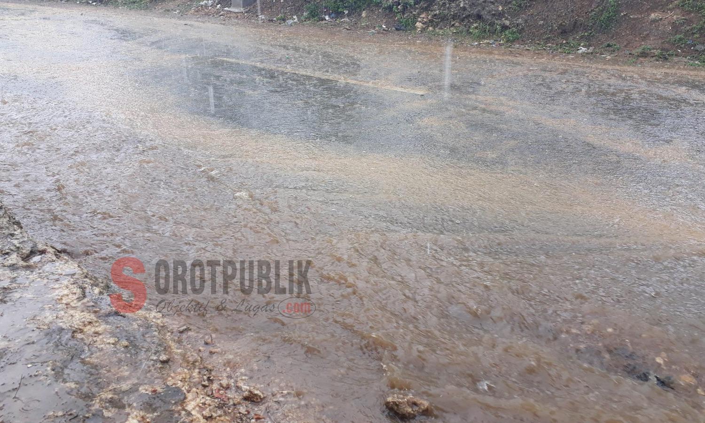 Kondisi Jalan Nasional, kabupaten Sumenep saat hujan turun