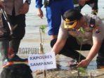 Kapolres Sampang saat ikut serta tanam magrove