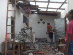 Salah satu rumah terdampak angin puting beliung di Sumenep