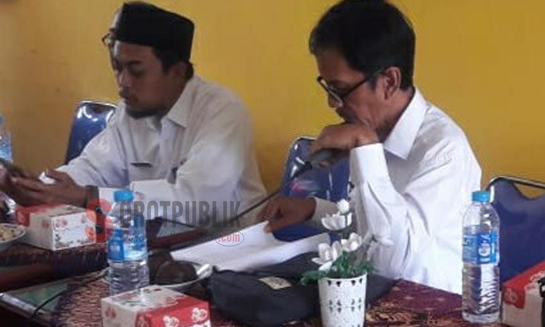 H. Kadir, selaku Kabid Dikdas bersama Kasi Peserta Didik, Ahmad Rasul Haris