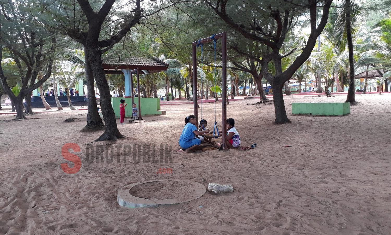Mainan yang berada di Pantai Slopeng Kabupaten Sumenep